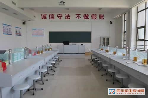 四川省工业贸易学校(公办)会计实训室