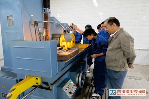 四川省工业贸易学校(公办)机械实训