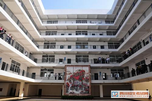 南充技师学院-潆溪校区教学楼大厅