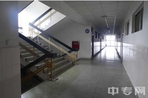 成都医学升学班教学楼走廊