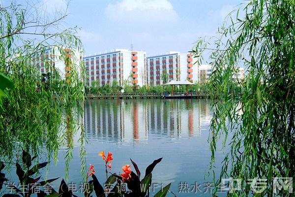 四川城市技师学院-学生宿舍(电视、空调、WiFi、热水齐全)