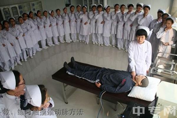 贵阳护理职业学院(惠水校区)教、练习触摸颈动脉方法
