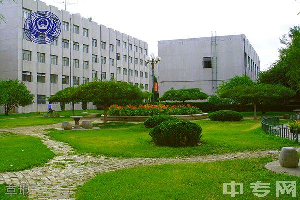 昆明市晋宁区安全管理学校草地