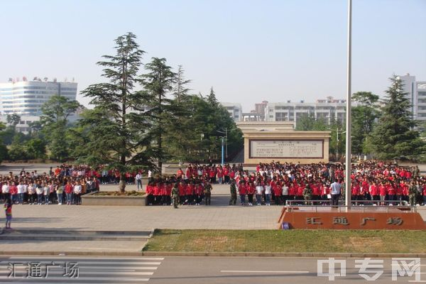 曲靖财经学校占地面积及在校人数