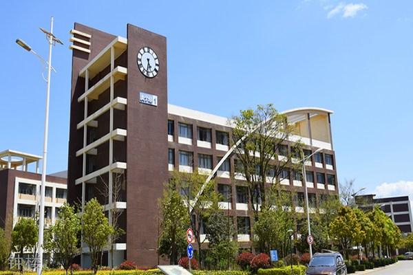 云南商务职业学院钟楼
