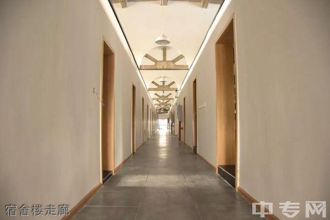 成都老鹰画室-宿舍楼走廊