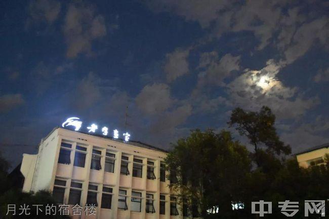 成都老鹰画室-月光下的宿舍楼