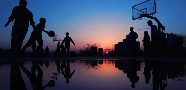 西安市校园黄昏篮球赛
