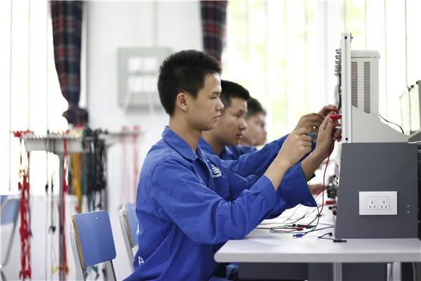 四川西南航空专修学院电子设备专业