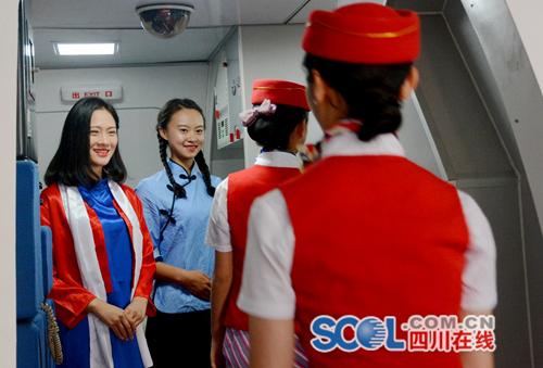 成都东星航空专修学院-惊艳!高校女生穿民国学生装飞机上开派对,成都东星航空旅游专修学院